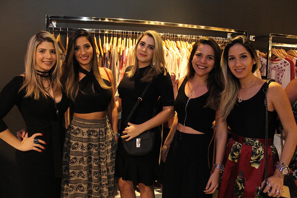 4db4eadfd ... Julia Lucena, Inaine Gonçalves, Janluy Lira e Caroline Lucena (Crédito:  Juelayne Gondim